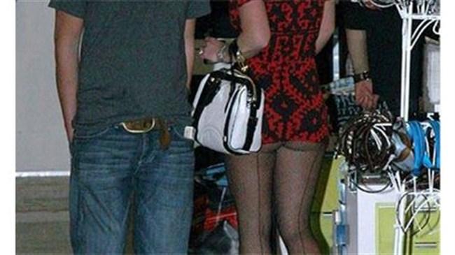Britney yine giyinmeyi unuttu!